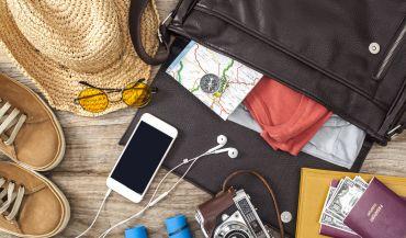 5 gadżetów do smartfonów, które warto zabrać ze sobą w podróż.