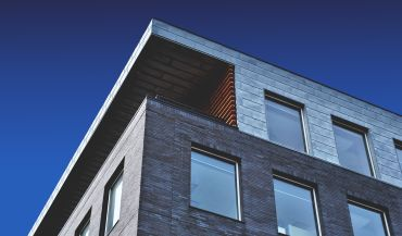 Żaluzje do domu – lepsze aluminiowe czy drewniane?