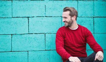 Bluzy bez kaptura – jak wybraæ odpowiedni model? Modne wzory