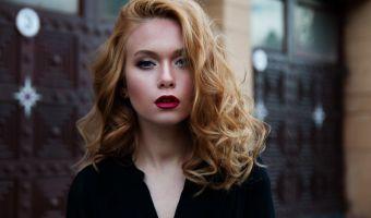 Twoje włosy są suche i cały czas się łamią? Poznaj naturalne sposoby na to, jak wzmocnić włosy!