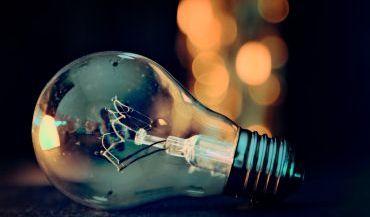 Lampy do salonu - wygeneruj kilka stref