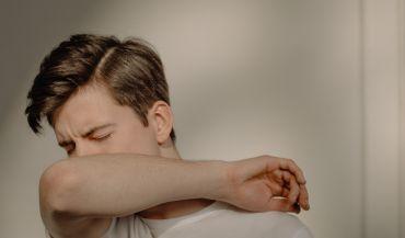 O czym świadczy mokry kaszel i jakie są sposoby na leczenie?