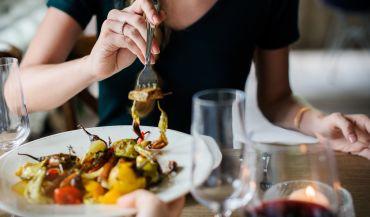 Dlaczego coraz chętniej korzystamy z oferty lokali gastronomicznych?