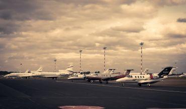 Rezerwacja parkingu na lotnisku Parkos. Co warto wiedzieć?