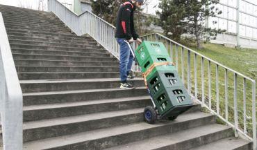 Schodo³azy towarowe – pomoc w d¼wiganiu ciê¿kich rzeczy po schodach