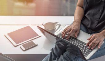 Szybkość internetu - jak ją sprawdzić i od czego zależy?