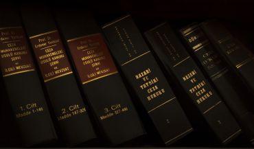 T³umaczenia prawne, a t³umaczenia prawnicze. Podstawowe ró¿nice.