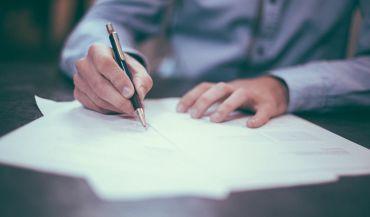 Eleganckie pióro bądź dobry długopis – jaki prezent dla współpracownika będzie idealny?