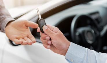 Wypożyczalnia samochodów - zalety i wady wypożyczenia auta
