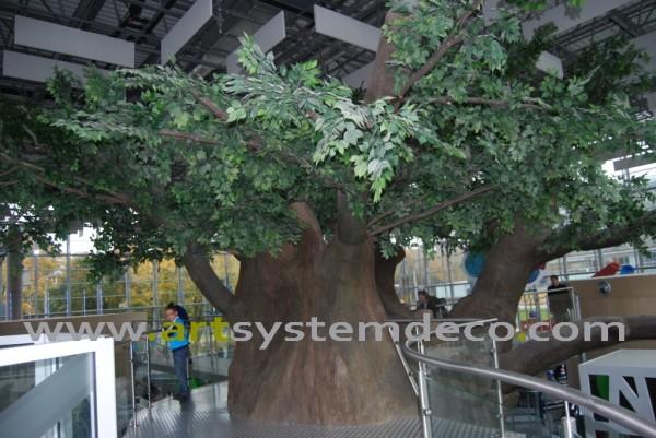 Sztuczne drzewo w pe³nej okaza³o¶ci