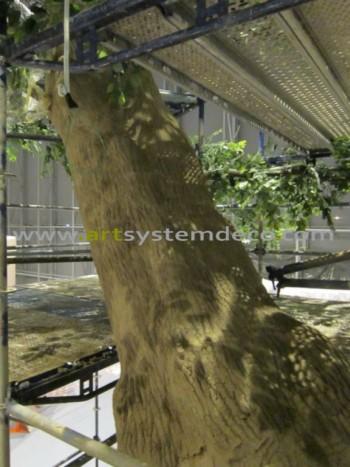 Sztuczne drzewo w fazie budowy